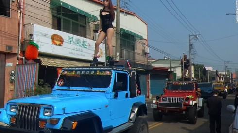 170106185609-01-taiwan-funeral-dancers-super-1691