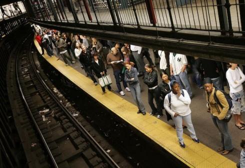subway-tracks-thief-escpaes-1493129820-640x440.jpg